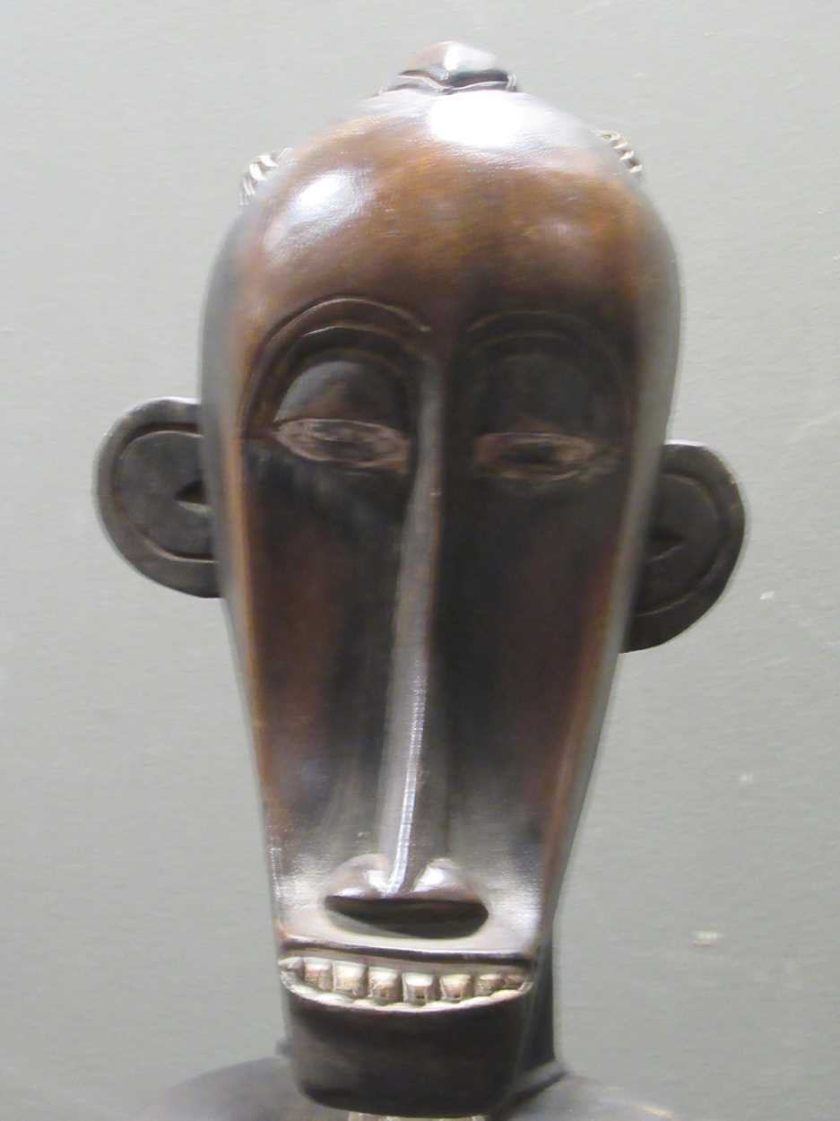 A pair of Senufo style rhythm pounders, comprising of a male (132cm high) and female (129cm high) - Image 8 of 8