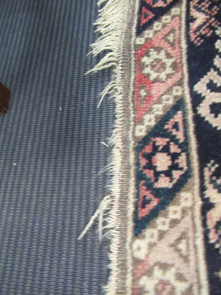 Turkish rug - Image 5 of 5