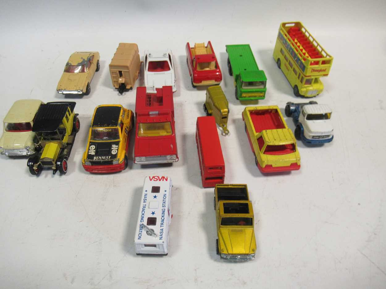 A collection of Corgi, Matchbox and Dinky diecast cars, including a Corgi 007 Aston Martin DB5, with - Image 8 of 11