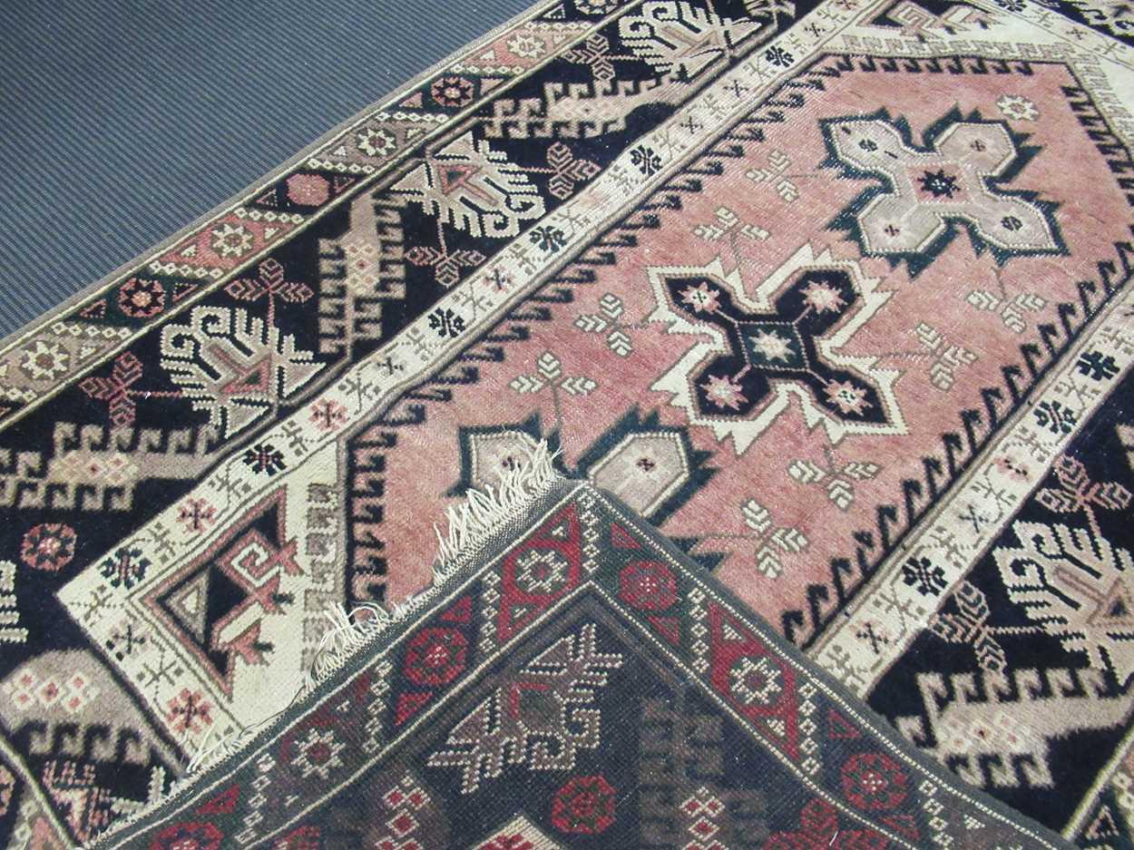 Turkish rug - Image 3 of 5
