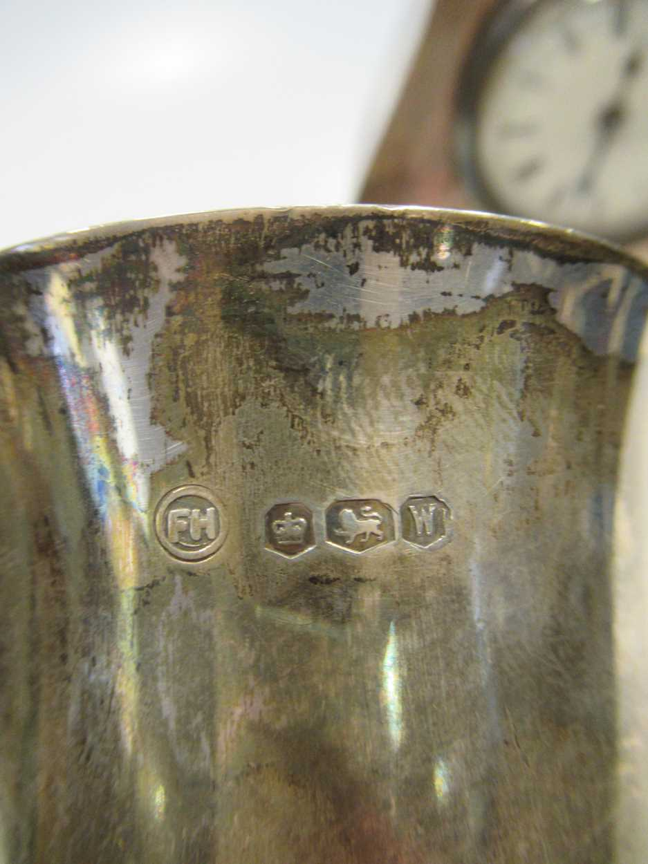 A silver lyre shaped mantle clock, 13cm high and a silver christening mug (2) - Image 6 of 6