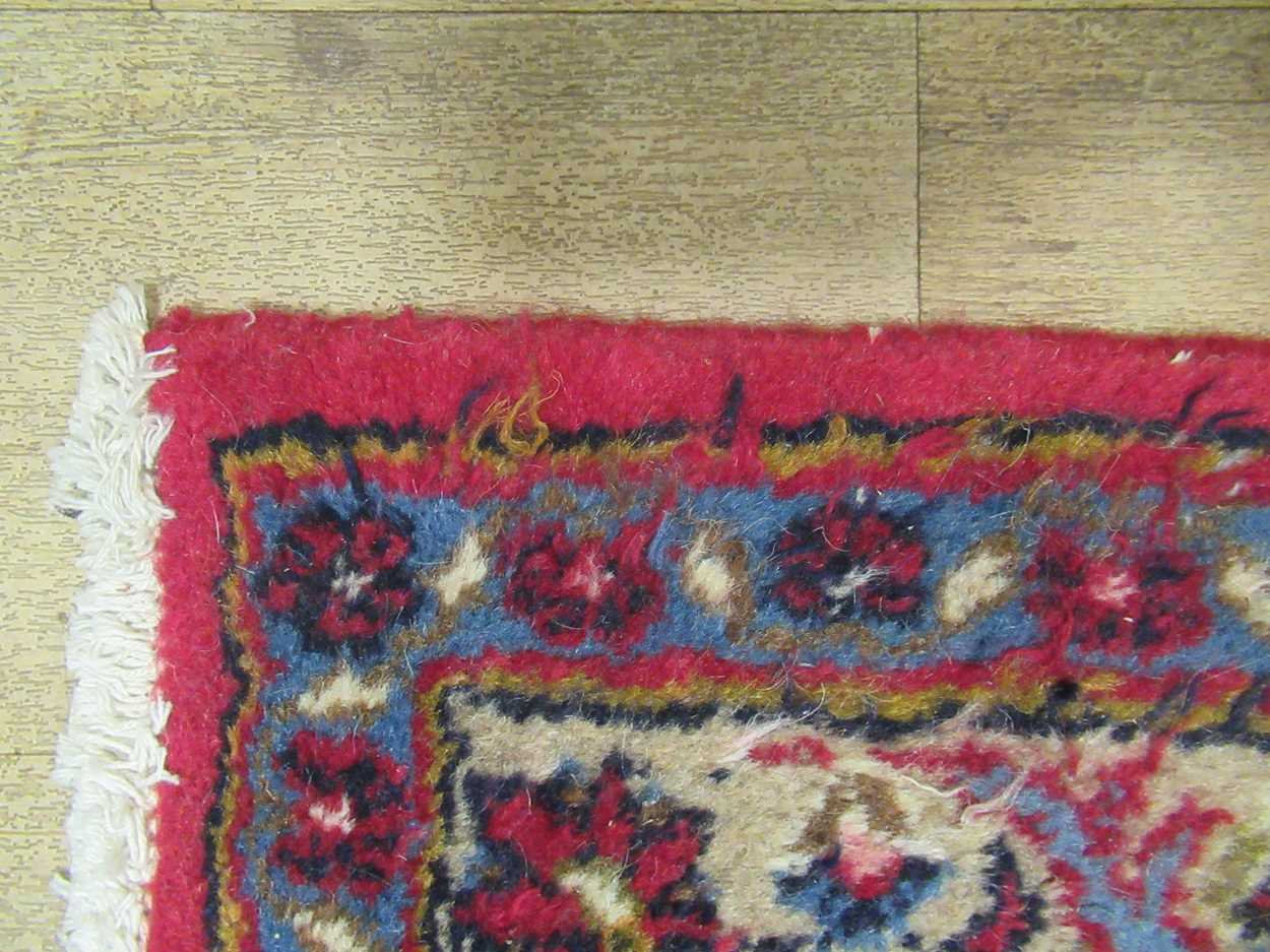 A Heriz type carpet with central medallion 337 x 250cmCondition report: Some fraying to the edges - Image 9 of 10