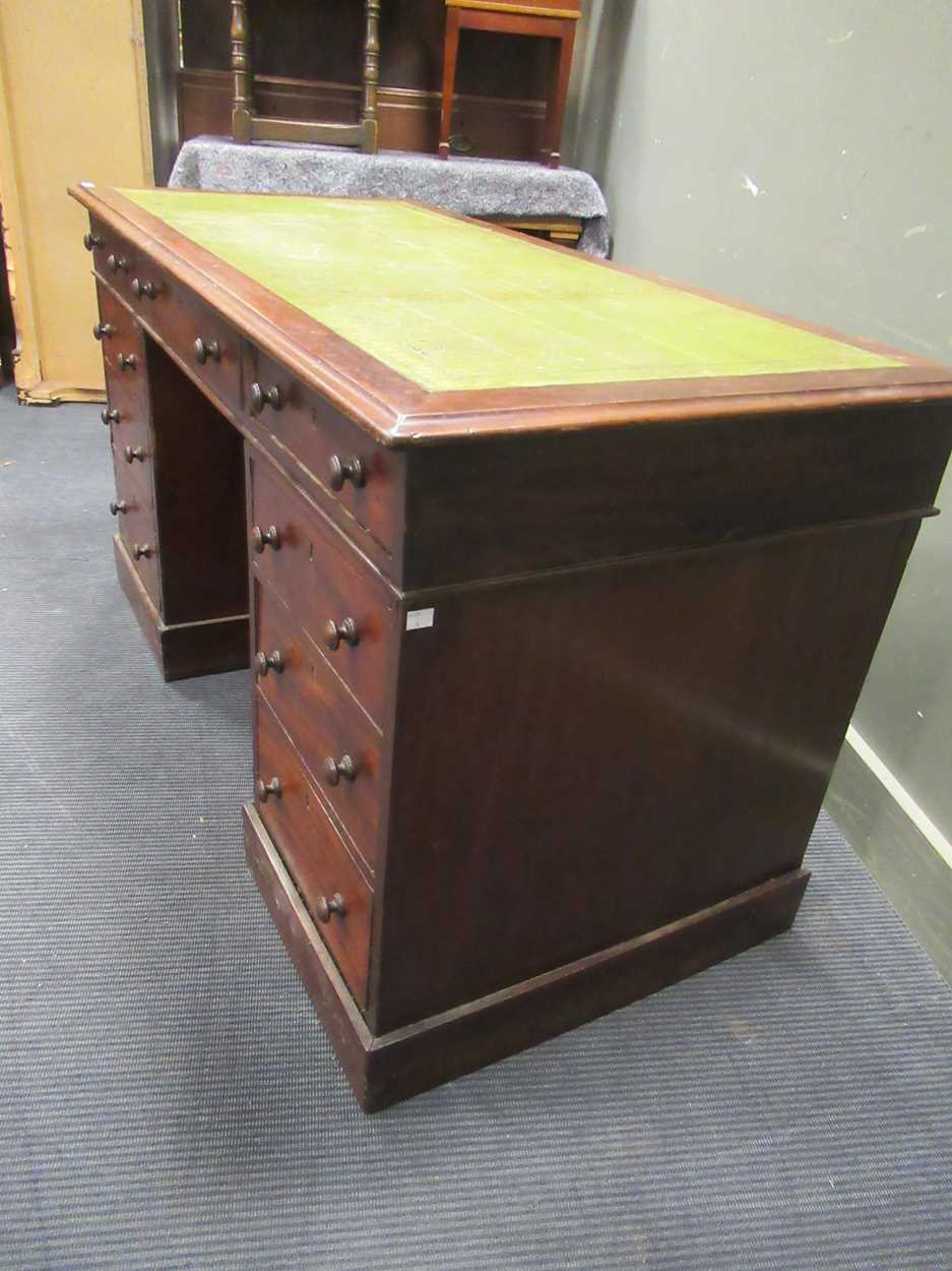 A Georgian style pedestal desk comprising of nine drawers on plinth base 78 x 137 x 69cm - Image 3 of 8