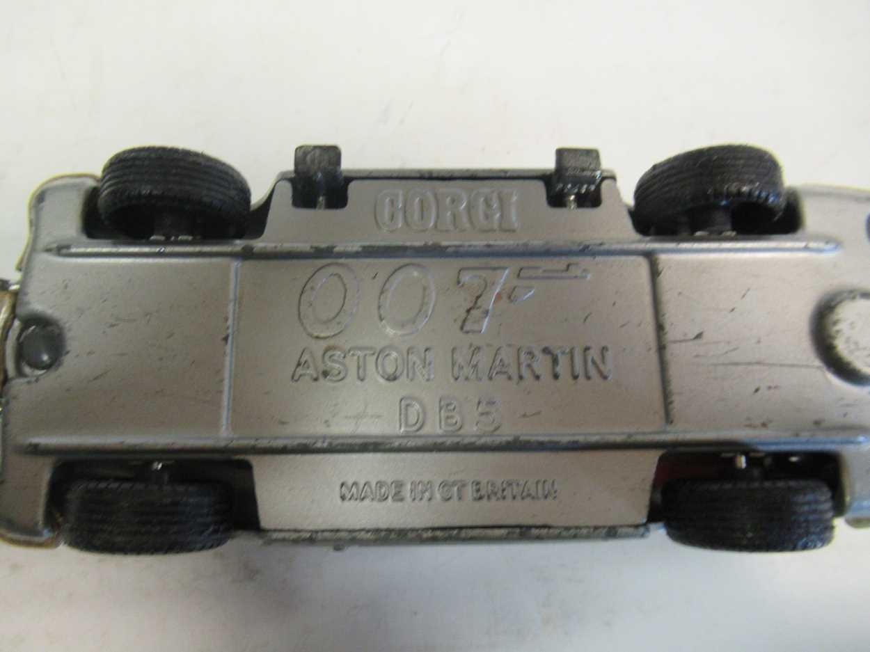 A collection of Corgi, Matchbox and Dinky diecast cars, including a Corgi 007 Aston Martin DB5, with - Image 6 of 11