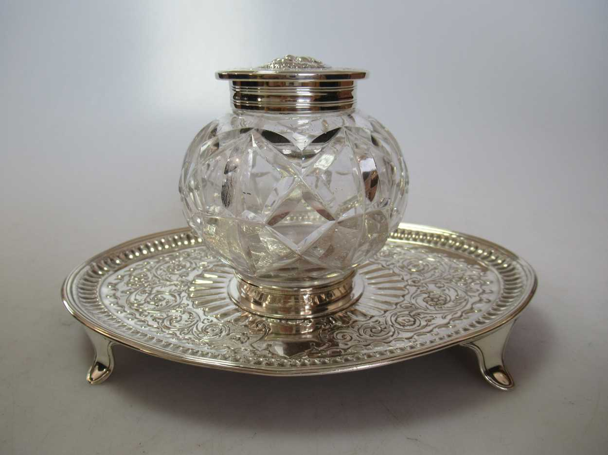 A pair of silver topped cut glass dressing table bottles together with a silver topped cut glass - Image 3 of 5