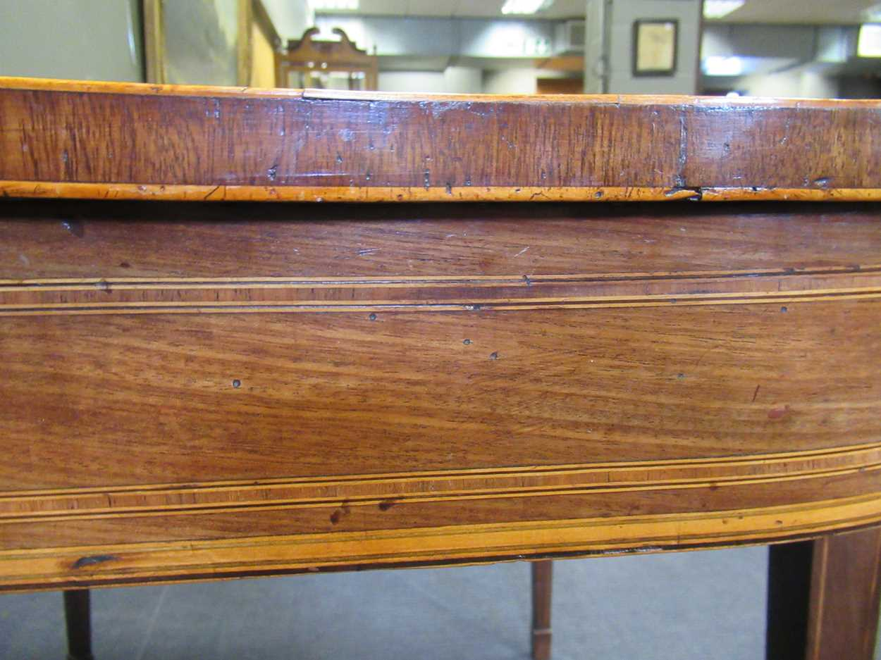 A George III inlaid mahogany card table on square tapered legs 72 x 92 x 45cm - Image 3 of 8