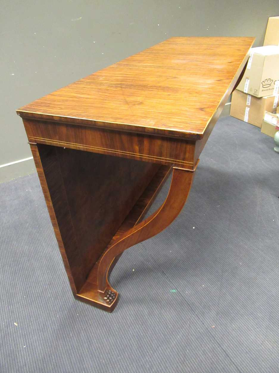 A Georgian style walnut consul table on lion paw carved foot supports 98 x 156 x 55.5cm - Image 4 of 6