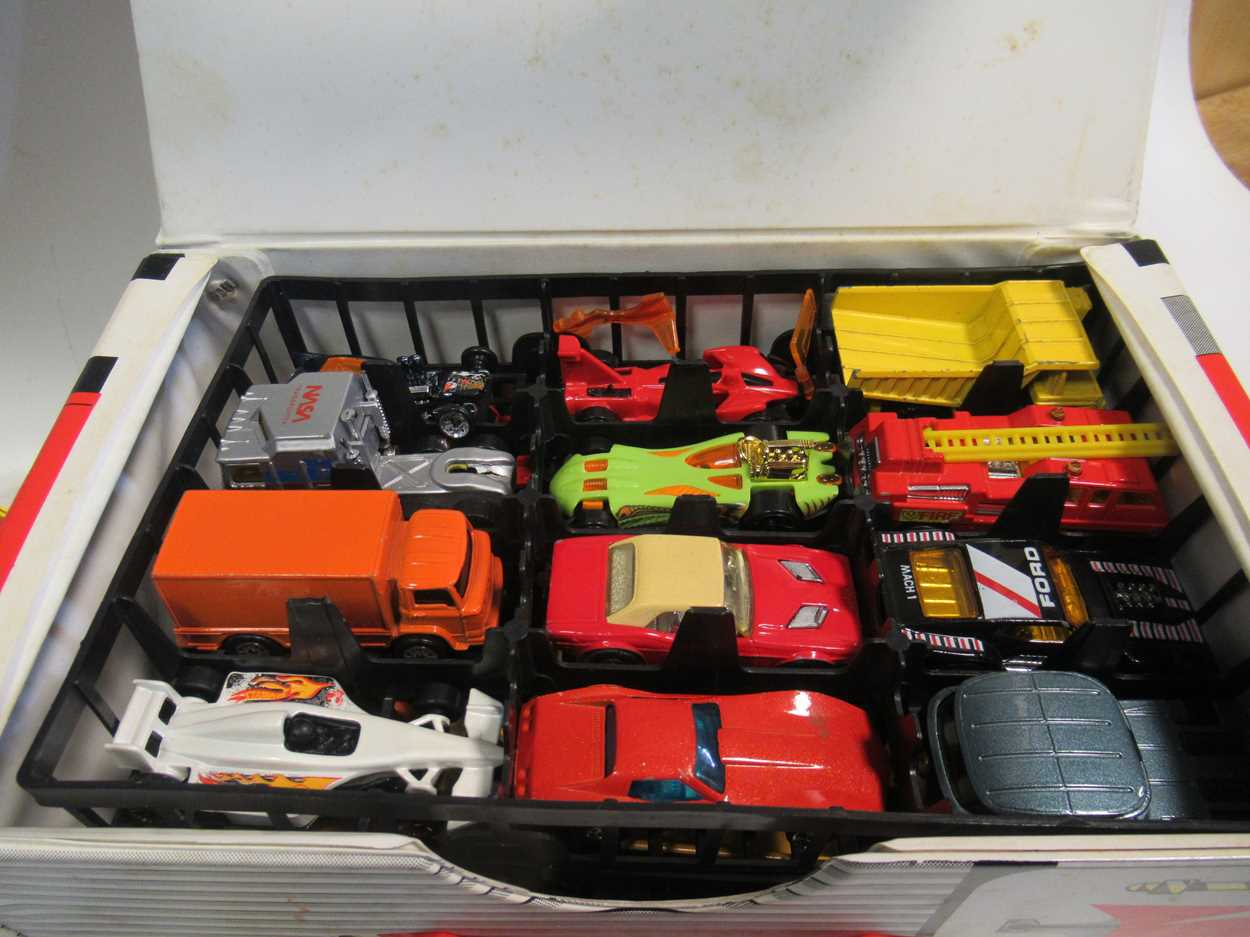 A collection of Corgi, Matchbox and Dinky diecast cars, including a Corgi 007 Aston Martin DB5, with - Image 11 of 11