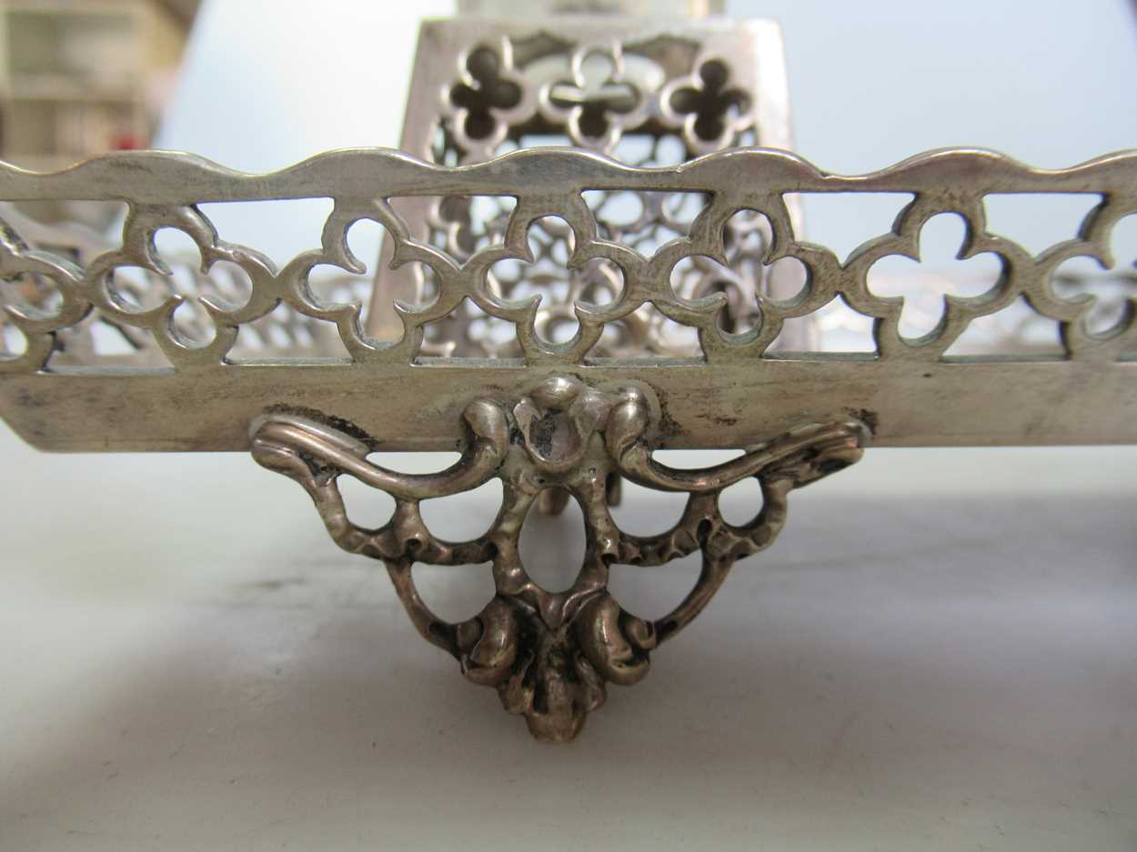 A Victorian silver inkstand, 10.7ozt - Image 5 of 6