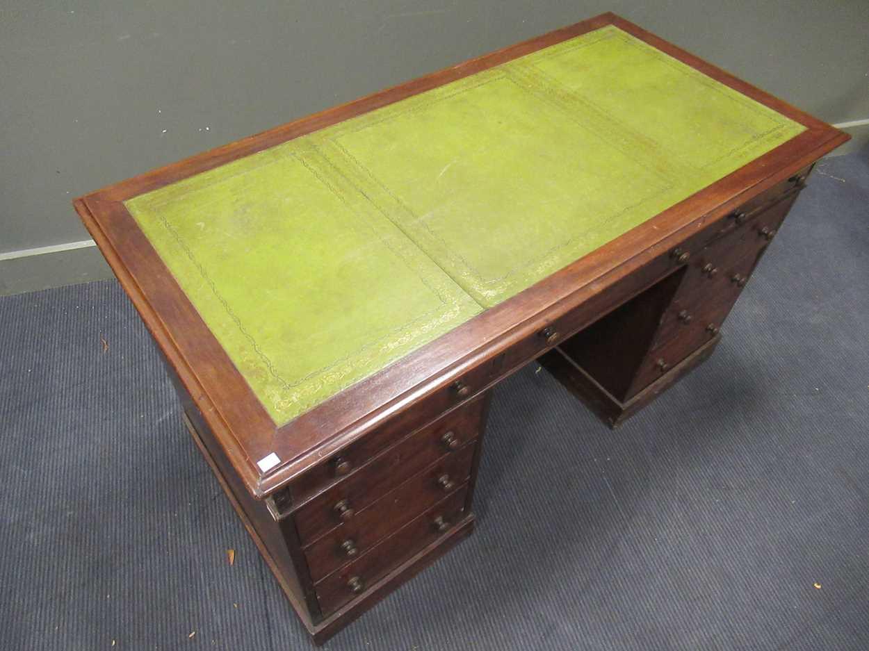 A Georgian style pedestal desk comprising of nine drawers on plinth base 78 x 137 x 69cm - Image 8 of 8
