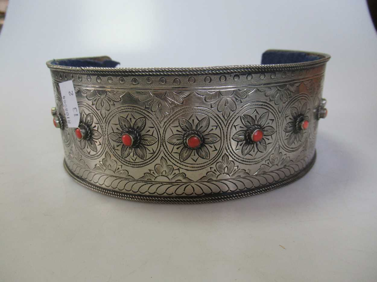 A coral set white metal collar and headdress (2) - Image 5 of 7