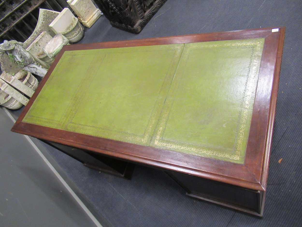 A Georgian style pedestal desk comprising of nine drawers on plinth base 78 x 137 x 69cm - Image 7 of 8