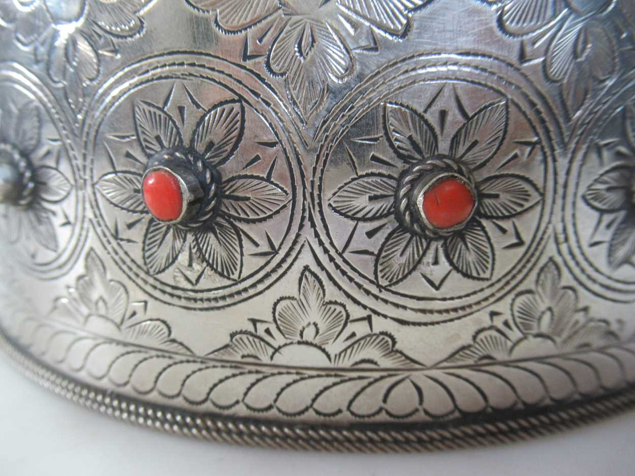 A coral set white metal collar and headdress (2) - Image 6 of 7