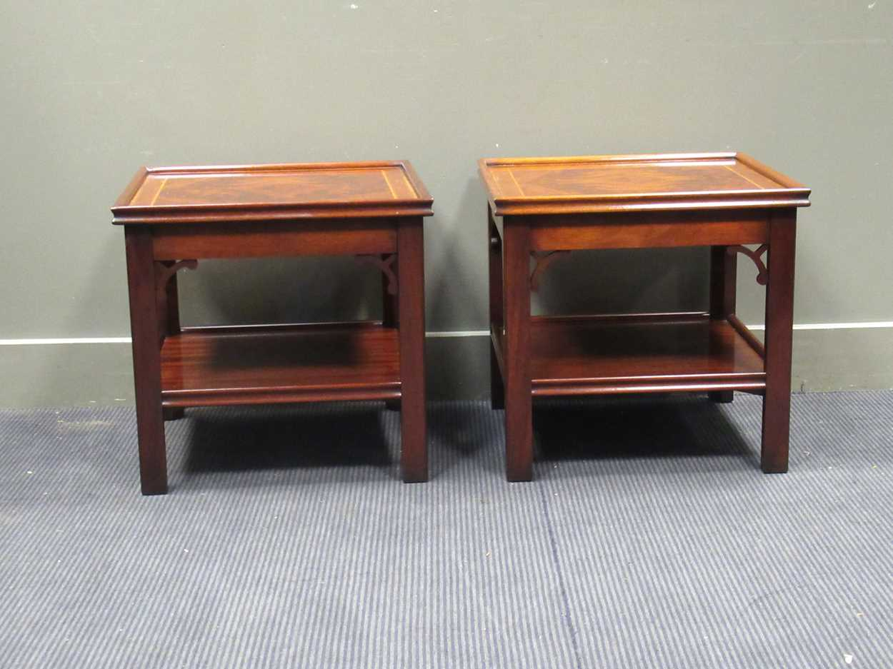 """A Pair of """"Charels Barr"""" Georgian style crossbanded flame mahogany lamp tables with undershelf and - Image 5 of 5"""