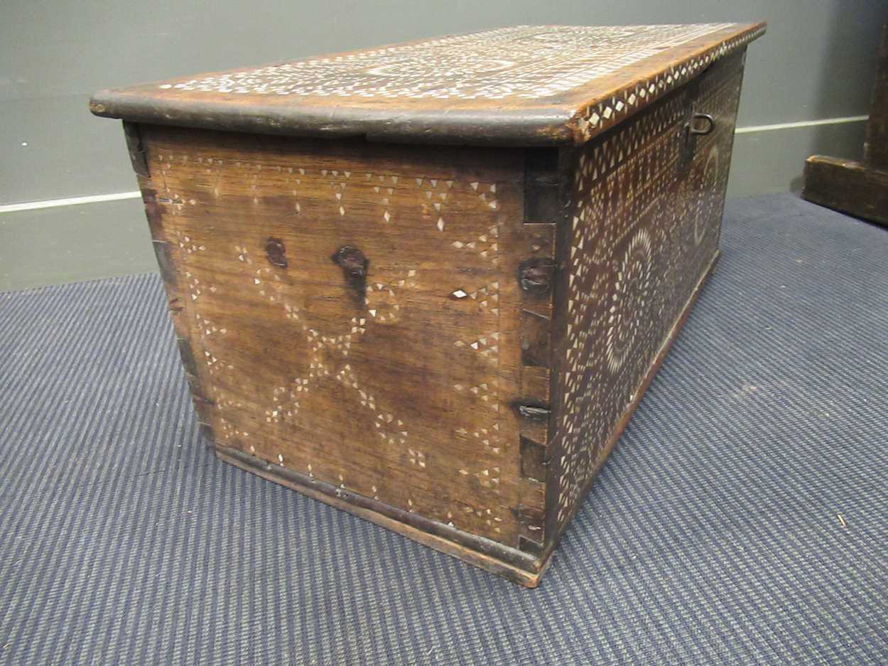An Indian mother of pearl inlaid coffer 36 x 76 x 38cm - Image 7 of 7