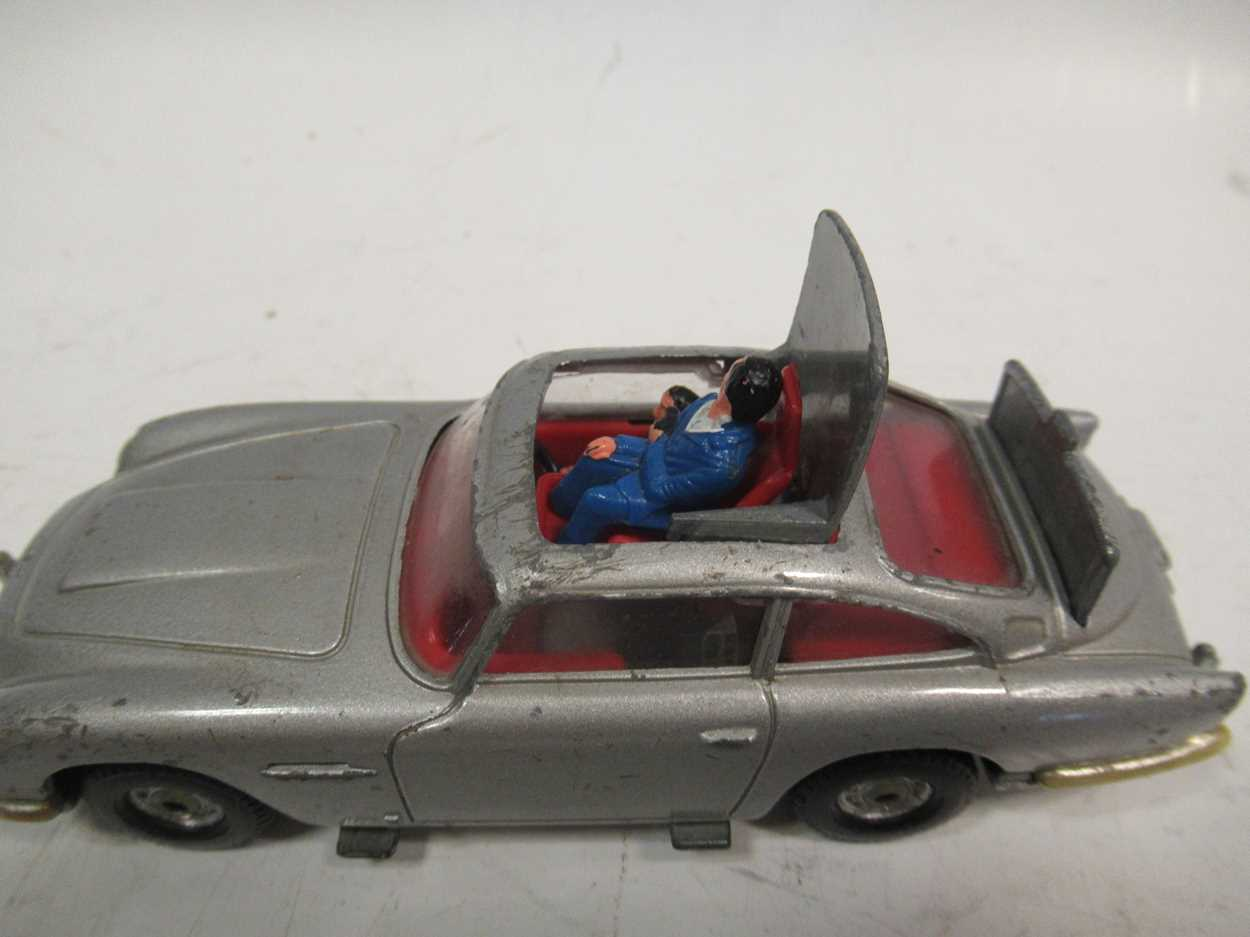 A collection of Corgi, Matchbox and Dinky diecast cars, including a Corgi 007 Aston Martin DB5, with - Image 3 of 11