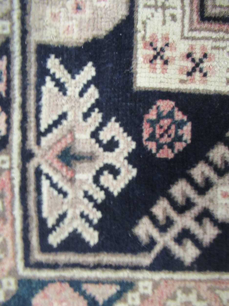 Turkish rug - Image 2 of 5