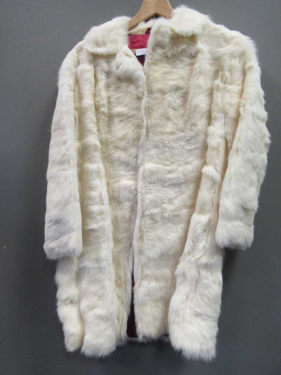 A mink three quarter length fur coat and another white knee length fur coat both size 12/14 - Image 6 of 8
