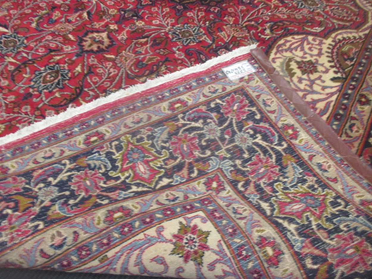 A Heriz type carpet with central medallion 337 x 250cmCondition report: Some fraying to the edges - Image 4 of 10