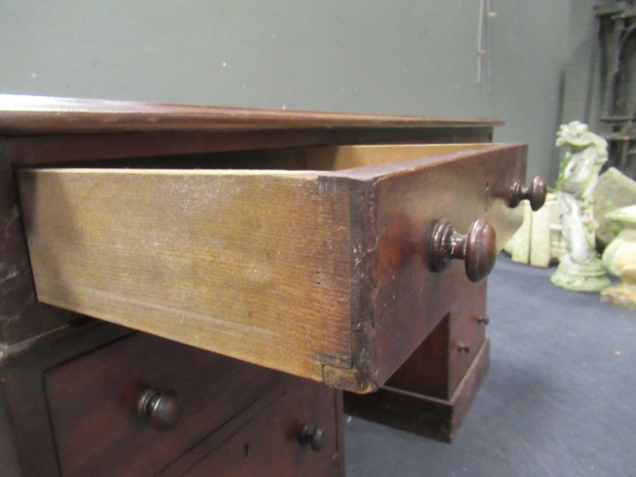 A Georgian style pedestal desk comprising of nine drawers on plinth base 78 x 137 x 69cm - Image 6 of 8