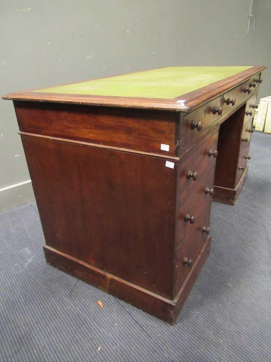 A Georgian style pedestal desk comprising of nine drawers on plinth base 78 x 137 x 69cm - Image 5 of 8