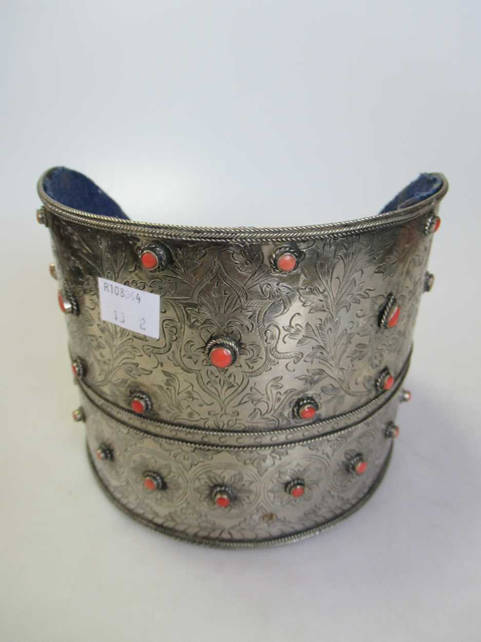 A coral set white metal collar and headdress (2) - Image 2 of 7