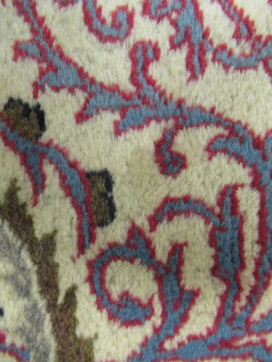 A Heriz type carpet with central medallion 337 x 250cmCondition report: Some fraying to the edges - Image 7 of 10