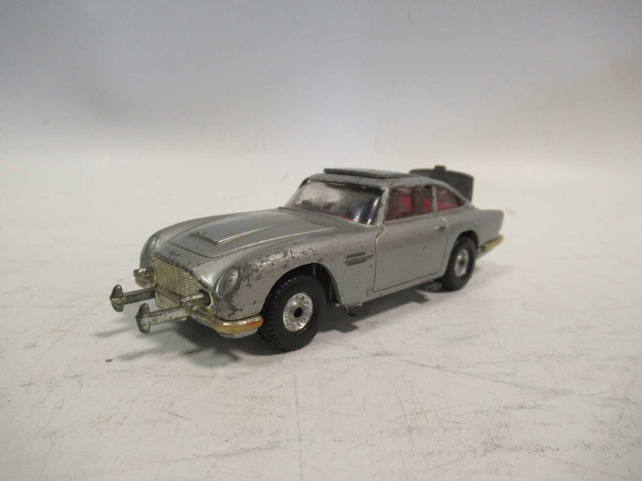A collection of Corgi, Matchbox and Dinky diecast cars, including a Corgi 007 Aston Martin DB5, with - Image 5 of 11