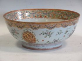 A large Sampson punch bowl, decorated in 18th century Chiense style, 36cm diameterCondition