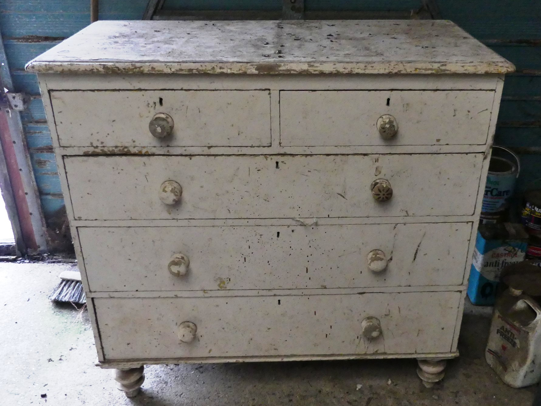 A vintage white painted pine Chest of Drawers, 41in (104cm) wide x 20in (51cm) deep x 40in (101.5cm)