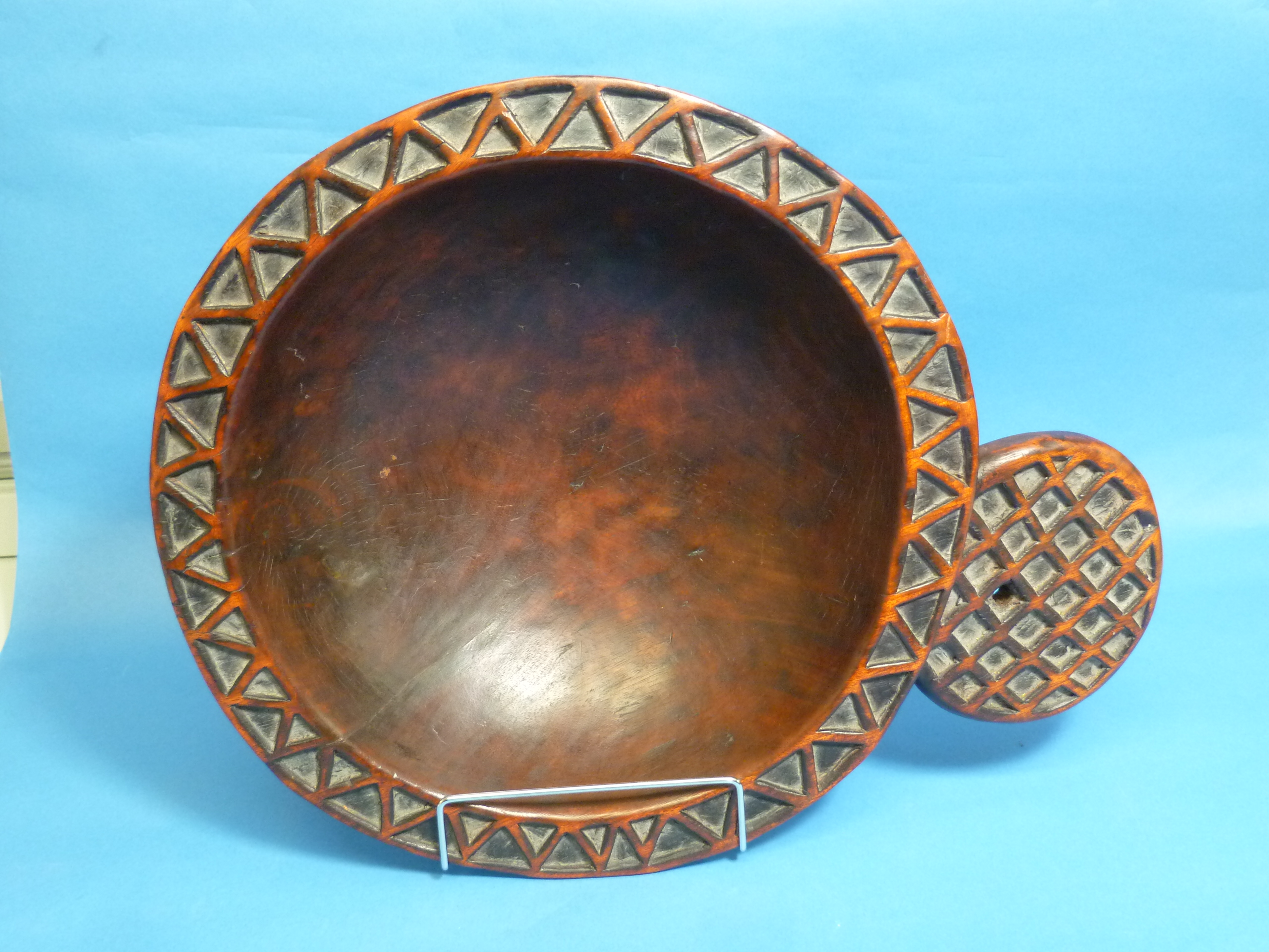 A Tribal geometrically-carved wooden circular Bowl, with protruding circular handle (carved from - Image 2 of 4