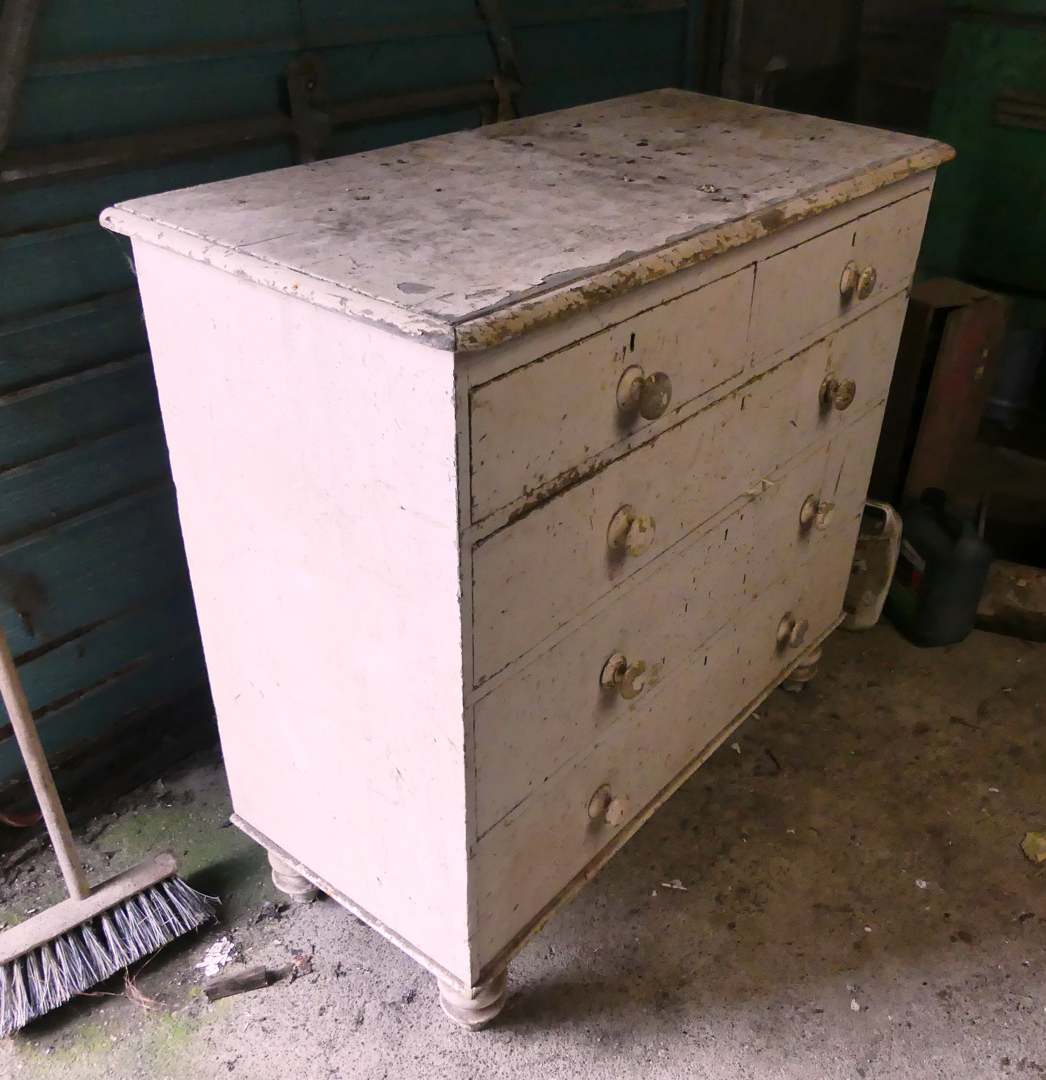 A vintage white painted pine Chest of Drawers, 41in (104cm) wide x 20in (51cm) deep x 40in (101.5cm) - Image 2 of 2
