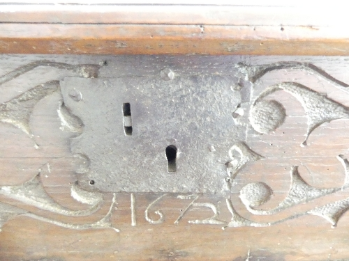 An 18thC carved oak Bible Box, the front carved heavily with foliate designs, enclosing metal - Image 4 of 9