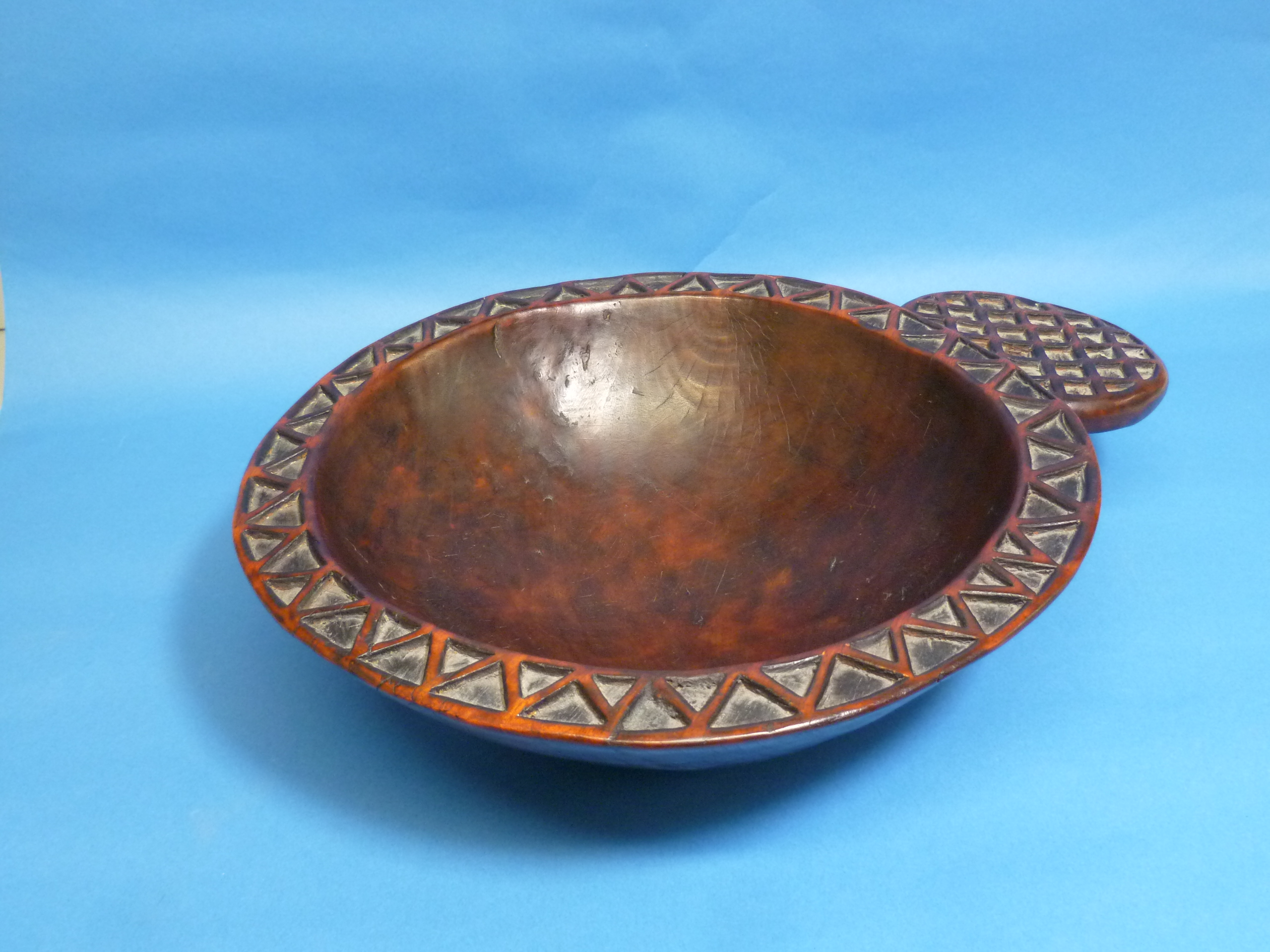 A Tribal geometrically-carved wooden circular Bowl, with protruding circular handle (carved from - Image 3 of 4