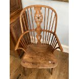 An 18thC ash and elm Windsor-back Chair, the hoop back with central pierced splat and wheel
