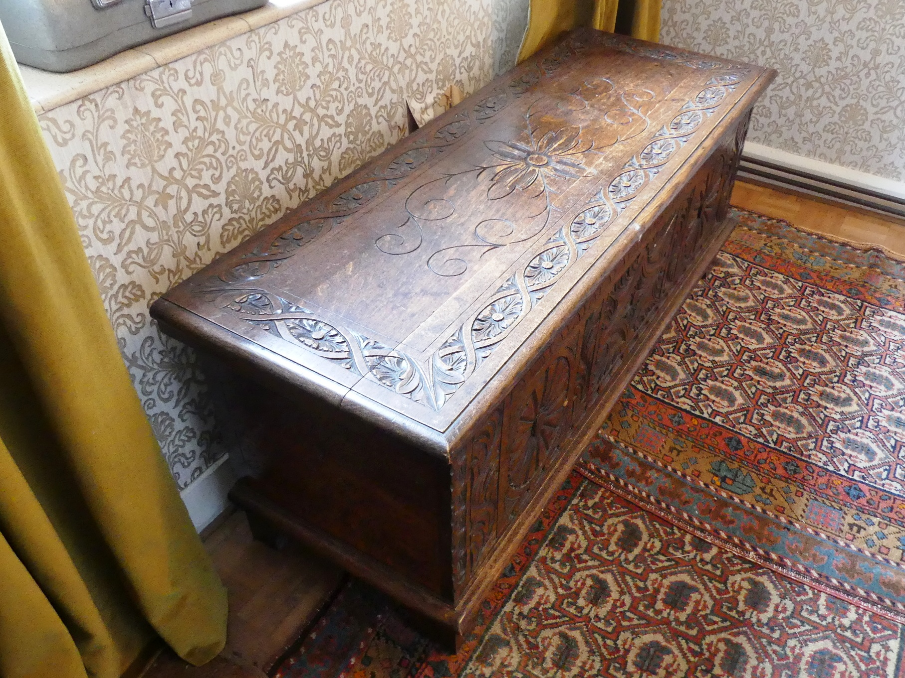 An antique carved oak Coffer, 47in (119.5cm) wide x 17½in (44.5cm) deep x 19½in (49.5cm) high. - Image 3 of 4