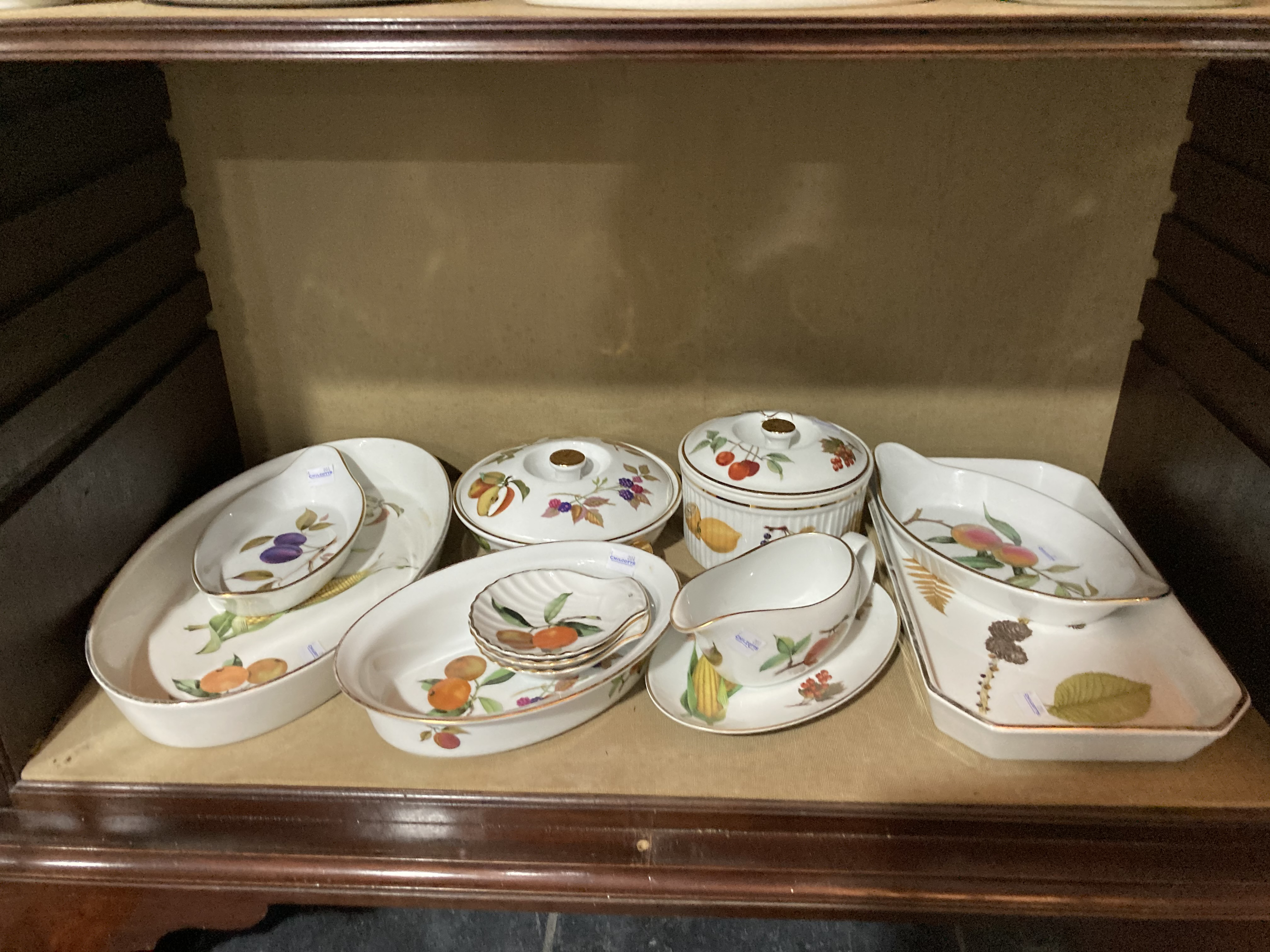 An extensive Royal Worcester 'Evesham' pattern Dinner and Tea Service, to include, tureens, gravy - Image 4 of 5