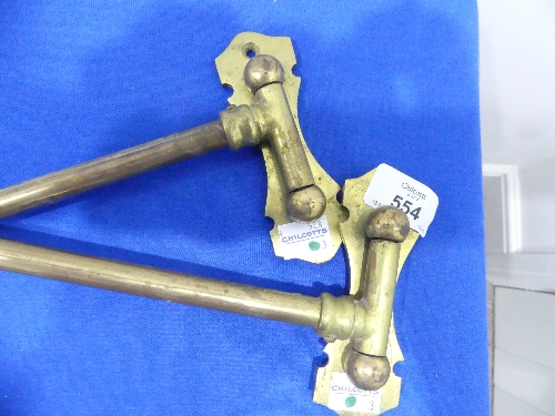 A pair of vintage brass hinged swing-arm Curtain Rods, 16in (40.5cm) long (2) - Image 2 of 3