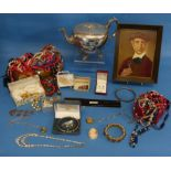 A quantity of Costume Jewellery, including a 9ct gold trace chain, 4.5g, a small 22ct wedding