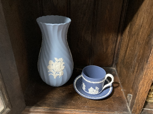 A small quantity of Wedgwood Jasperware, to include a dark blue cup and saucer with classical scenes