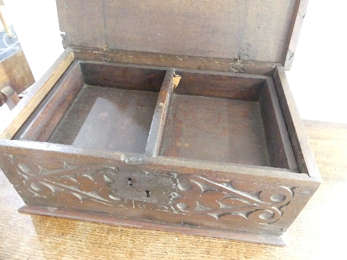 An 18thC carved oak Bible Box, the front carved heavily with foliate designs, enclosing metal - Image 6 of 9