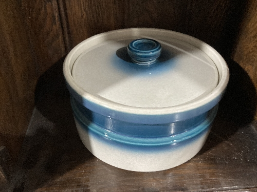 A small quantity of Wedgwood Jasperware, to include a dark blue cup and saucer with classical scenes - Image 5 of 5