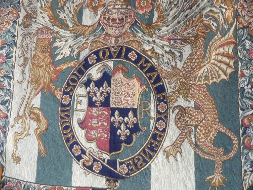 A machine made Belgian 'Metrax' hanging tapestry of The English Coat of Arms, 51in x 56in (130cm x - Image 3 of 3