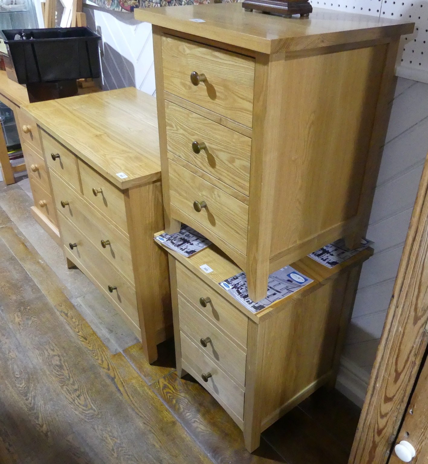 A good quality modern light oak Shaker-style Chest of Drawers, two short above two long, 35in wide x