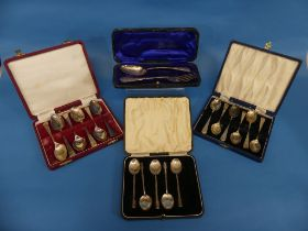 An Edwardian sivler Fork and Spoon Set, hallmarked Sheffield, 1906, with inscription, in fitted