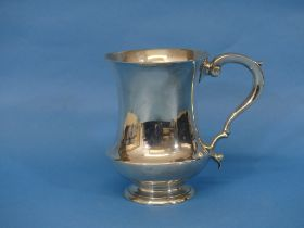 A George V silver Mug, hallmarked London, 1922, of baluster form with scroll handle, 5in (12.5cm)