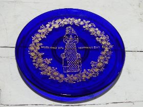 Three Orrefors 'Mors Dag' Wall Plates, limited editions, 1971, 1972, 1973, each engraved and with