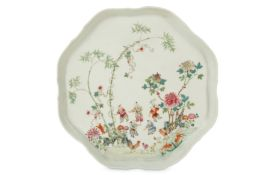 A CHINESE FAMILLE ROSE TRAY.
