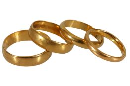 A COLLECTION OF FOUR GOLD RINGS