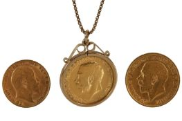 A SOVEREIGN PENDANT NECKLACE AND TWO FURTHER COINS